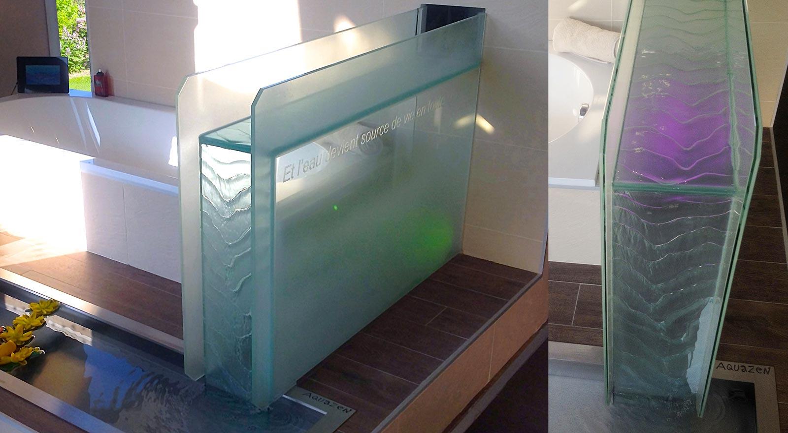 Fontaine River Zen présentée dans une salle de bains contemporaine