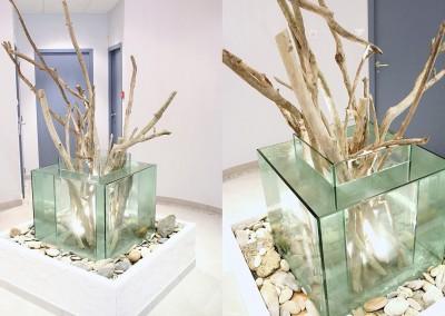 Fontaine en verre dans un hall d'entrée