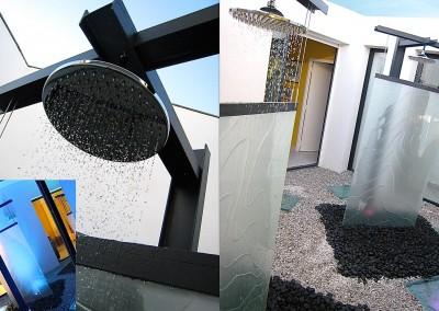 Fontaine extérieur design avec plaque en verre, concept d'Olivier Clavel