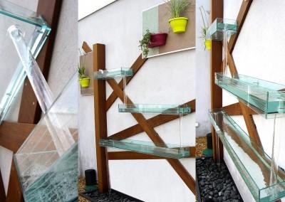 Fontaine avec différents niveaux en verre